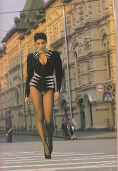 Luciana Silva (model (raven (in Thierry Mugler/cleavage (legs/stockings/heels (standing/walking/front (building/sidewalk/street 80s Fashion, Love Fashion, Fashion Show, Vintage Fashion, Beautiful Legs, Beautiful Outfits, Beautiful Pictures, Ebony Models, Fashion Photography Inspiration