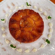 Prepará esta deliciosa receta para disfrutarla junto a tus amigos y familia. Ingredientes: Manzanas verdes 3 u. Manteca 50 gr. Azúcar 100 gr. Coñac 30 cm3. Caramelo Azúcar 200 gr. Agua 100 cm3. Masa Manteca 130 gr. Harina 360 gr. Azúcar 250 gr. Huevos 2 u. Leche 320 cm3. Polvo de hornear 20 gr. Decoración... View Article Ariel Rodriguez Palacios, Camembert Cheese, Pineapple, Fruit, Food, Youtube, Instagram, Butter, Candy