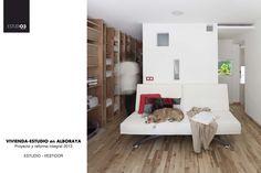 Vista estuidio-vestidor_Eo3 Arquitectos Estantería diseñada por el estudio para este espacio Ventanas aseo Le Corbusier