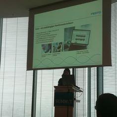 Los gehts mit Petra Möller, die uns das weltweite Intranet von Festo vorstellt #ioms12 ^bg