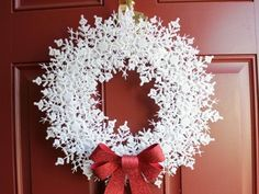 15 Best DIY dollar store Christmas decorations that are so magical. Ultimate 15 cheap and easy DIY dollar store Christmas decorations bring joy to your home Diy Christmas Decorations Easy, Christmas Projects, Holiday Crafts, Cheap Holiday, Holiday Decor, Holiday Wreaths, Winter Wreaths, Christmas Ideas To Make, Winter Decorations