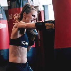 Boxing Drills, Boxing Workout, Kick Boxing For Beginners, Muay Thai, Kick Boxing Girl, Krav Maga Self Defense, Learn Krav Maga, Body Combat, Female Boxers