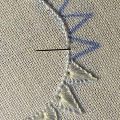 pumora simple embroidery - sun beams or flower petals hand embroidery stitches tutorial step by step The Cohuna Quilters are doing a lovely job with their Spindrift quilts, lots of gorgeous going on up here on the Murray! CLICK Visit link for more details Crewel Embroidery Kits, Embroidery Stitches Tutorial, Simple Embroidery, Silk Ribbon Embroidery, Hand Embroidery Patterns, Embroidery Techniques, Cross Stitch Embroidery, Machine Embroidery, Embroidery Supplies