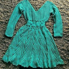 💠SE TORNE PROFISSIONAL NO CROCHÊ SEM PRECISAR SAIR DE CASA💠 🌺Em nosso curso você aprenderá crochê do básico ao avançado mesmo sem saber ler… Crochet Shirt, Knit Or Crochet, Lovely Dresses, Dresses For Work, Dresses With Sleeves, Knit Dress, Dress Skirt, Knitting Paterns, Crochet Fashion