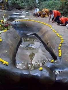 India Incredible — indophilia:   hanuman footprint in sri lanka