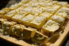 New Zealand's finest raw piña colada cake. Ah New Zealand, you never disappoint. Raw Dessert Recipes, Raw Desserts, Raw Food Recipes, Cooking Recipes, Healthy Recipes, Vegan Birthday Cake, Birthday Cakes, Pina Colada Cake, The Joy Of Baking