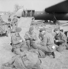 Airborne troops preparing equipment near a Horsa glider in preparation for the Rhine crossing, 22 March Normandy Ww2, Operation Market Garden, Parachute Regiment, D Day Landings, British Armed Forces, Ww2 Photos, Paratrooper, British Army, World War Two