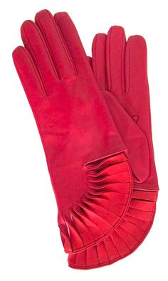 The attention to detail makes these gloves a great evening wear option. The fan-like twists will dress up any basic black coat.