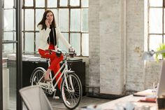 Meet the costume designer behind Anne Hathaway's polished, chic look in #TheIntern.