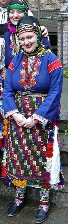 Traditional daily costume of several Alevi Türkmen villages in the western part of the Sivas province. Clothing style: 1975-1990. (Kavak Costume Collection - Antwerpen/Belgium).
