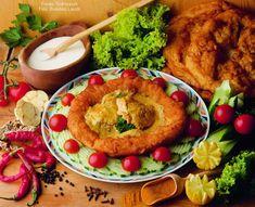 Hozzávalók: 8 csirke felsőcomb, 4 dl natúr joghurt, 1 mokkáskanál csilipor vagy csípős Piros Arany (Erős Pista is lehet), 1 csapott kiskanál só, 1 mokkáskanál őrölt fekete bors, 1 evőkanál citromlé, csipetnyi őrölt köménymag és szegfűszeg, ... Hummus, Cook Books, Meals, Cooking, Ethnic Recipes, India, Food, Yogurt, Kitchen