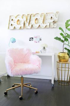 Modern + Eclectic DIY Decor Ideas for Geminis Yes, you need to make this DIY furry pink chair for your home office.Yes, you need to make this DIY furry pink chair for your home office. Diy Dorm Decor, Home Office Decor, Bedroom Decor, Home Decor, Wall Decor, Kids Bedroom, Bedroom Ideas, Bedroom Rugs, Wall Art