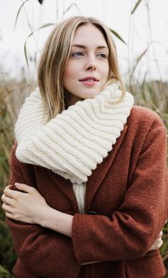 This simple knitted cowl is perfect for keeping you warm and cosy for the cooler weather. Novita Isoveli is a versatile yarn that knits up easily. Easy Knitting Patterns, Free Knitting, Knitting Projects, Knitting Ideas, Knit Cowl, Knit Picks, Digital Pattern, Free Pattern, Sweaters