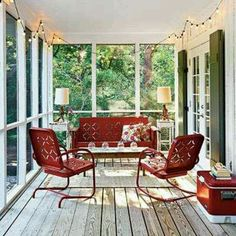 Love the metal chairs.