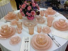 Some Gorgeous Depression Glass Table Settings Pink Table Settings, Beautiful Table Settings, Setting Table, Place Settings, Vintage Dishes, Vintage Table, Vintage Pink, Desert Rose Dishes, Glass Table Set