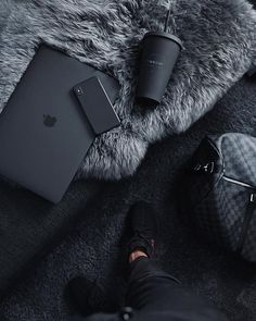 Black Apple laptop / black sturbucks – My Pin Page Black And White Aesthetic, Black N White, Black Love, Back To Black, Black Is Beautiful, Matte Black, Black Aesthetic Fashion, Color Black, Beautiful Pictures