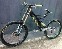 Downhill Bike, Mtb Bike, Trek Mountain Bike, Bmx Pro, Frames Ideas, Diy Tech, Full Suspension, Dirt Track, Electric Bicycle