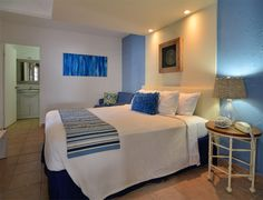 We are Remodeling all our Rooms!  Yes, we are remodeling all our rooms at Tres Palmas Inn, here a sneak peak of Room 6!   We will keep you posted as soona s more rooms are ready!  See you soon!!!!!