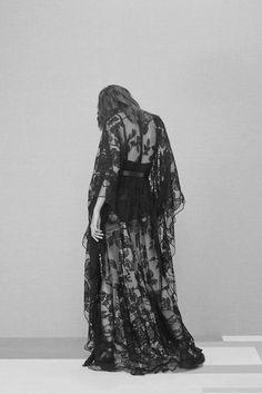 Elie Saab Pre-Fall 2016 Collection Photos - Vogue