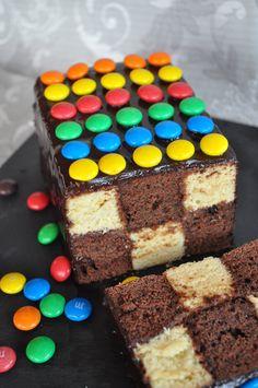 Un gâteau d'anniversaire damier #enfant