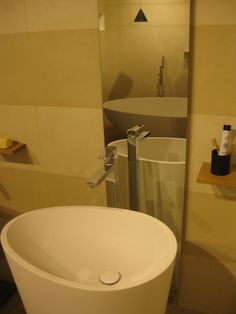The shape of Body free-standing #basin is inspired by our Vov bathtub: chosen for the #Marazzi #showroom in #Milan. @Marazzitile #MastellaDesign #designbasin #washbasin #italiandesign