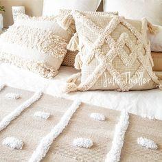 Pillow Crafts, Diy Pillows, Cushions, Diy Crochet Bag, Crochet Pouf, Diy Pillow Covers, Punch Needle, Cute Crafts, Rug Hooking