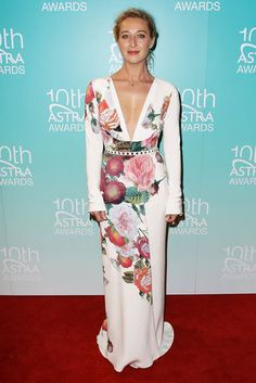 Top 10 Best Dressed Celebrities This Week Including Asher Keddie, Kristen Stewart and Kate Moss Celebrity Red Carpet, Celebrity Dresses, Kate Moss, Kristen Stewart, J Aton Couture, Boho Fashion, Fashion Outfits, Fashion Ideas, Floral Fashion