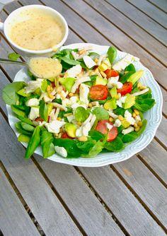 Gezonde salade met veldsla, gerookte kip en mozzarella Real Food Recipes, Healthy Recipes, Salad Wraps, Feel Good Food, Summer Salads, Food Inspiration, Salad Recipes, Dinner Recipes, Food And Drink