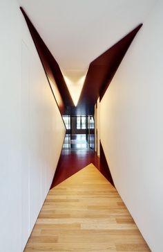 vervremende vormen, overgang tussen ruimtes met kleur/materiaal/textuur