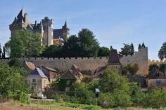 """© 2016 Pedro M. Mielgo Francia. Castillo de Montfort. Ya en 866 es mencionado bajo el nombre de """"Castrum de Monte Forti"""". Fue tomado por Simón de Montfort durante la Cruzada Albigense en 1214 y fue destruido y reconstruido cinco veces entre ese año y 1606. A principios del siglo XX, el dueño del castillo de Chabannes, en Sorges , hizo desmantelar dos de sus torres. Una de ellas se adosó al edificio principal del castillo de Montfort..."""