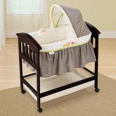 Summer Infant Classic Comfort Wood Bassinet in Fox and Friends | Overstock.com Shopping - Big Discounts on Summer Infant Bassinets