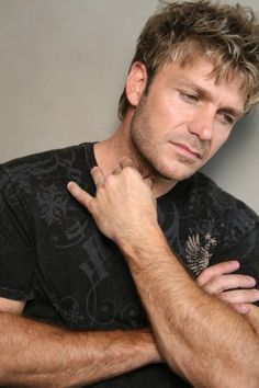 Pictures & Photos of Vic Mignogna - IMDb