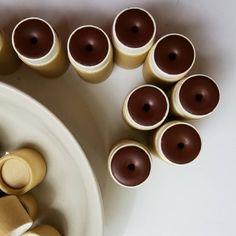 Re-stock! Choco-Co: ciocolată cu mentă, fără pic de zahăr 🍫 (un fel de a spune, în realitate e un balsam pentru buze cu ulei de cocos virgin, masă de cacao delicioasă, uleiuri prețioase de zmeură și cătină, cu puterea de emoliere și protecție a uleiurilor de migdale dulci, de măsline și a cerii de la albine fericite.🐝 Aromatizat cu ulei esențial pur de mentă) 🌿 . . . . #noplasticpackaging #cardboardtubes #cardboardpackaging #lipbalm #allnaturallipbalm #indieskincare #smallbatch…