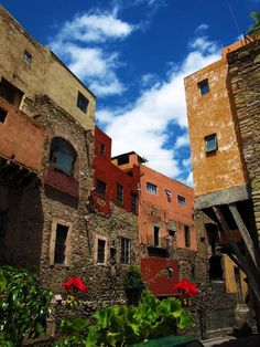 Walking Tours of Guanajuato – A 30 page book of the History, Legends, and Step-by-Step instructions for touring this 460+ year old Spanish Colonial city. The legends are authentic, and have been ha…