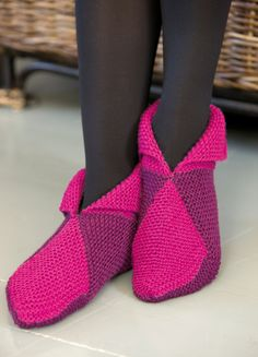 Novita wool socks, Slippers made with Novita 7 Brothers yarn - Super knitting Knitting Paterns, Diy Crochet And Knitting, Knitted Slippers, Wool Socks, Crochet Slippers, Loom Knitting, Knitting Socks, Baby Knitting, Slipper Boots