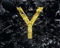 Y  (Dans cette série intitulée Alphabetical, le photographe anglais Dan Tobin Smith met en scène les lettres de l'alphabet dans des installations étonnantes.)