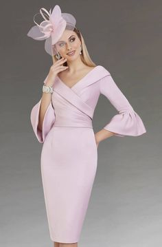 Retro Dresses Classy retro dress/event dress/wedding guest dress - A knee length dress with a V-neckline and ¾ length bell sleeves. Mother Of Bride Outfits, Mother Of Groom Dresses, Short Fitted Dress, Short Dresses, Fitted Dresses, Pink Dresses, Formal Dresses With Sleeves, Dress Formal, Elegant Dresses