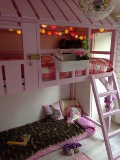 Het eindresultaat! Veerles kamer in het thema 'roze en konijntjes' met hoogslaper!: