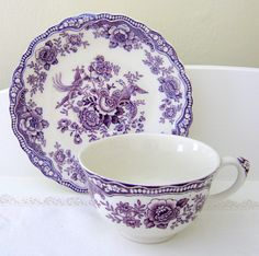 Crown Ducal Bristol England Mulberry Cup and Saucer Excellent Set Vintage China, Vintage Tea, Café Chocolate, Teapots And Cups, Teacups, China Tea Cups, Tea Service, My Cup Of Tea, All Things Purple
