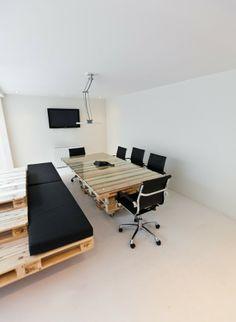 pallet desk for office? Pallet Desk, Pallet Home Decor, Diy Pallet, Pallet Tables, Pallet Office Ideas, Pallet Projects, Pallet Seating, Pallet Wood, Diy Wood