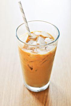 HOW TO MAKE VIETNAMESE ICED COFFEE ( CAFE SUA DA)