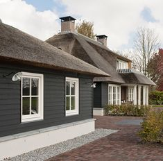 Thatched House, Thatched Roof, Backyard Beach, Belgian Style, Wall Cladding, Outdoor Living, Outdoor Decor, Home Trends, Facade House