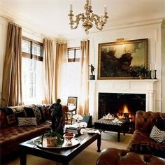 So classic - Facing chesterfield couches, chandelier, large oil painting, throw Home Living Room, Living Room Designs, Living Spaces, Manly Living Room, Decoration Baroque, Interior Architecture, Interior Design, Interior Ideas, Living Room Inspiration