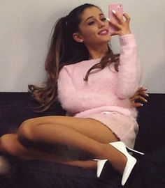 Ariana Grande's outfit of the day!