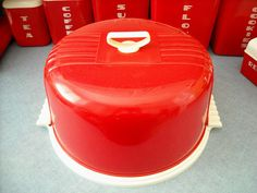 """Vintage """"Lustro ware"""" Locking Cake Cover Set* by ilovehesby Vintage Canisters, Vintage Kitchenware, Vintage Tins, Retro Vintage, Vintage Appliances, Classic Kitchen, Red Kitchen, Kitchen Retro, Happy Kitchen"""
