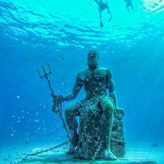 poseidon sculpture Piscina natural, poseidon San A - sculpture Neptune Statue, Poseidon Statue, Underwater Sculpture, Underwater City, Scary Ocean, Greek Statues, Buddha Statues, Greek Sea, Sunken City
