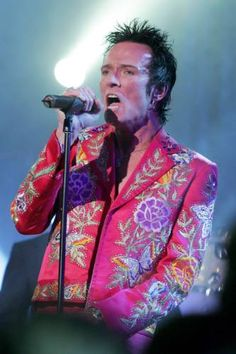 "2005. Scott Weiland performed at the Hollywood Palladium in Los Angeles with new song ""The Man I Didn't Know"" for NBC-TV's ""Last Call With Carson Daly"". He appeared onstage in a vintage original Nudie Rodeo Tailor suit from 1972. Scott wrote this song about his father."