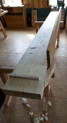 Benkeplata til høvelbenken skulle helst ha vore ein oppgangssaga planke på x… Portable Workbench, Workbench Plans, Woodworking Workbench, Woodworking Tools, Tool Bench, Woodworking Inspiration, Japanese Woodworking, Joinery, Plank