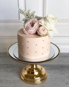 We will give you various cake design ideas for your reference 30th Birthday Cake For Women, Birthday Cake For Women Elegant, Small Birthday Cakes, Elegant Birthday Cakes, 60th Birthday Cakes, Gold Birthday Cake, Mother Birthday Cake, Birthday Cake Ideas For Adults Women, 50th Cake