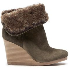 Lucky Brand Torynn Winter Wedge Bootie (39.925 HUF) ❤ liked on Polyvore featuring shoes, boots, ankle booties, dark moss italian olive, wedge bootie, short boots, olive green booties, bootie boots and wedge ankle boots